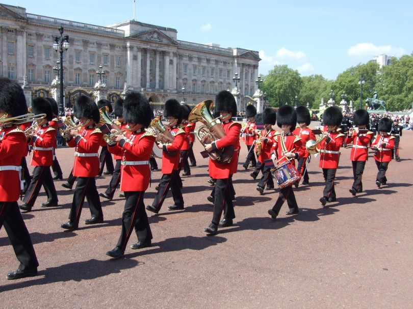 Relevo de la Guardia en Buckingham Palace - Londres